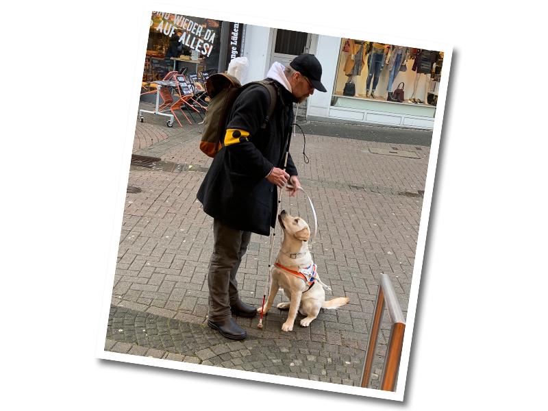 Blinder_mit_Blindenführhund_Caputo_Lippstadt
